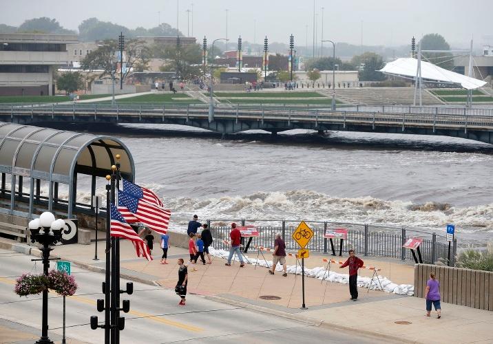 High water in Cedar Rapids  (Gazettenet.com)