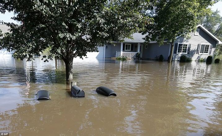 Cedar River Floods Homes