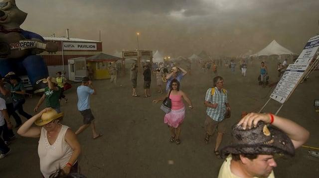 Storm at concert (Credit: John Ulan / THE CANADIAN PRESS)