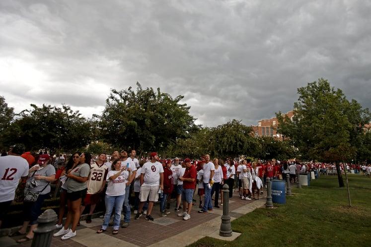 Fans line up for Sooner's football game