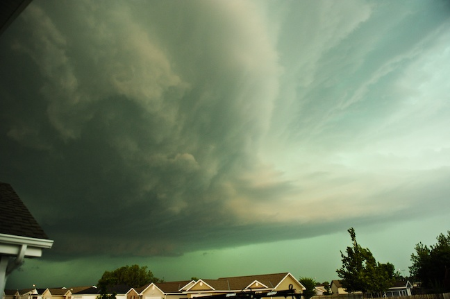 What Causes the Sky to Turn Green Before a Thunderstorm?